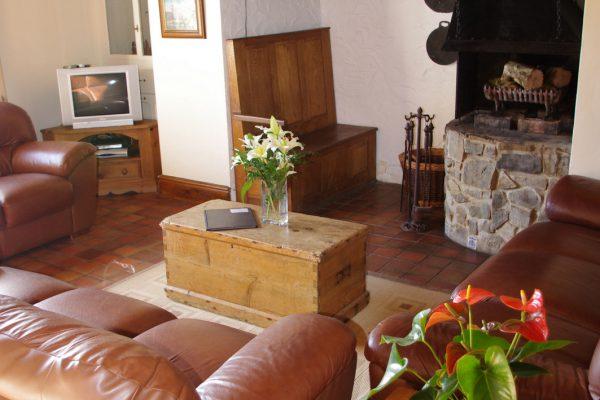 farm-house-lounge