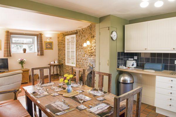 y-stabl-dining-kitchen