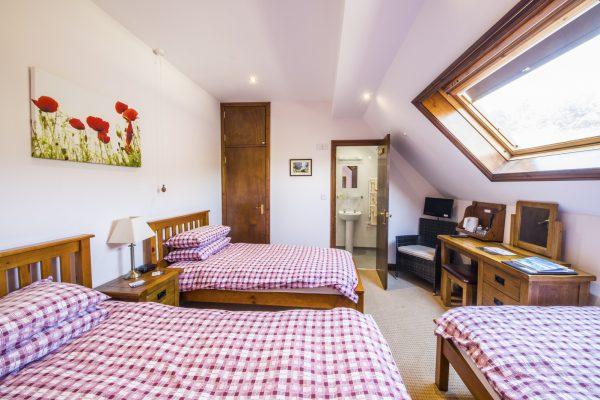 y-stabl-tripple-bedroom