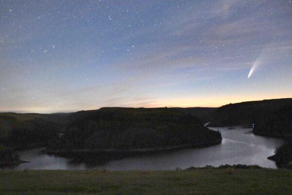 Comet over Llyn Brianne Reservoir